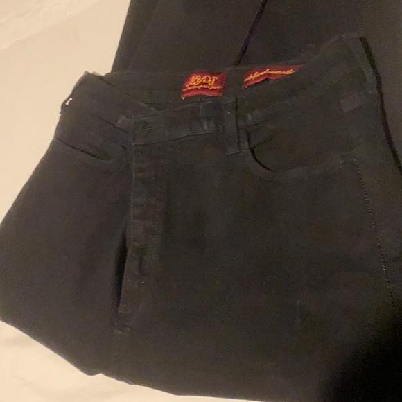 EUC Black NYDJ Jean with a bit of Sparkle ✨